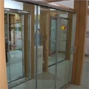 泉州玻璃地弹门首选【福安玻璃门窗厂】一站式供应商做工精细